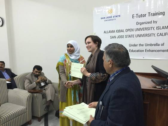 Minna_handing_certificates_out_pakistantrip3.jpg